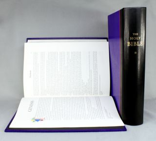 BIBLE IN ENGLISH. THE HOLY BIBLE. NEW REVISED STANDARD VERSION CONTAINING THE OLD AND NEW TESTAMENTS WITH THE APOCRYPHAL OR DEUTEROCANONICAL BOOKS. ARION PRESS.
